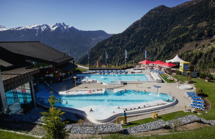 Les bassins extérieurs des bains d'Ovronnaz en Valais